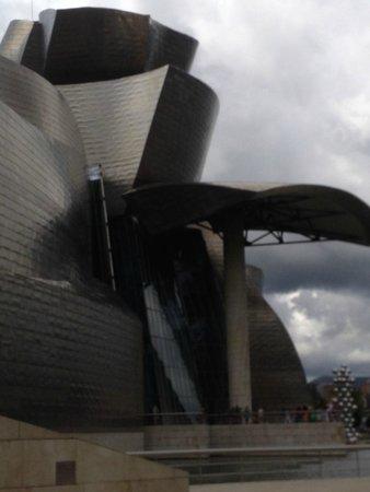 Guggenheim-Museum Bilbao: Exterior of the Guggenheim - not the best but my photo