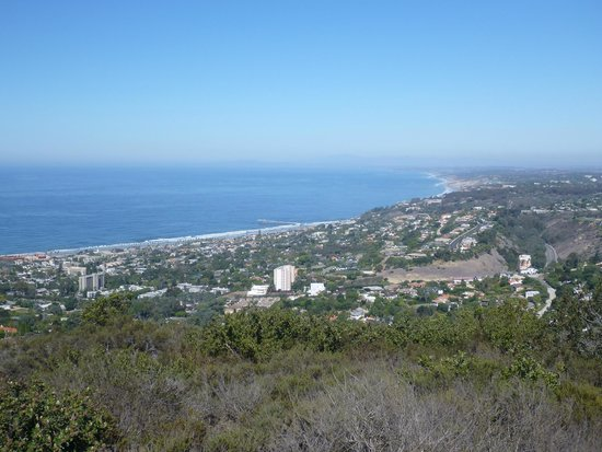 Mt. Soledad National Veterans Memorial : A view of La Jolla from the monument