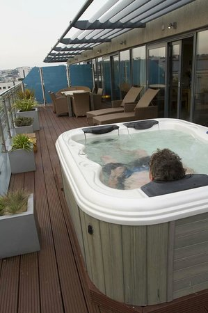 Royal Yacht Hotel: Private roof top jacuzzi