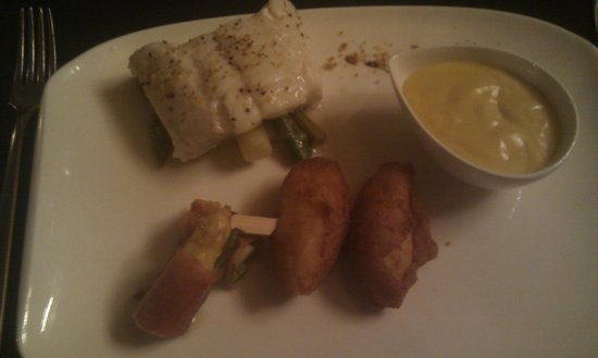 Chateau Mariadal : Sea Wolf, asparagus and pomme dauphine with nuts.