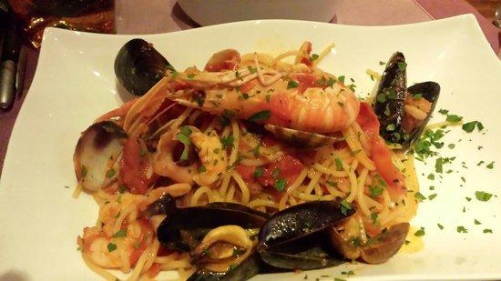 Da Mamo : Spaghetti with seafood €18