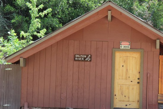 Mackay Bar Outfitters & Guest Ranch: Thought this was funny...gotta have your own power in the wilderness