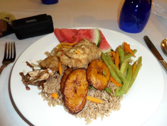 Grand Pineapple Beach Negril: Jamaican food night - rice and peas, plantains, green beans, stew chicken and fish