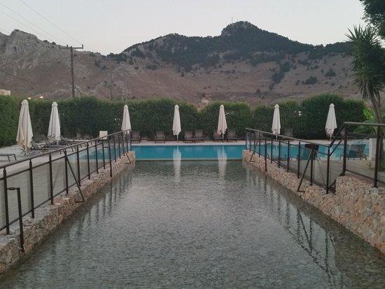 Hotel Anavadia: bassin deco à débordement +piscine 1