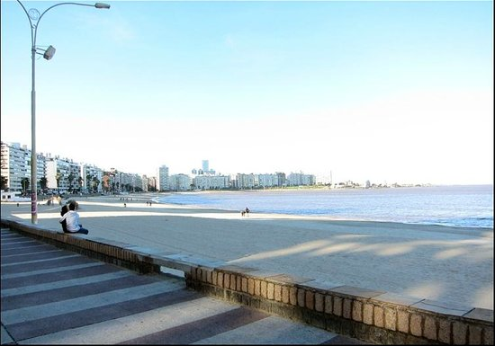 Rambla von Montevideo: Rambla in wintertime