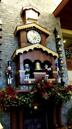 The Inn at Christmas Place : clock