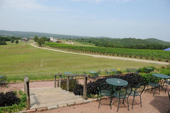 Chaumette Vineyards & Winery: View from Winery towards lodging