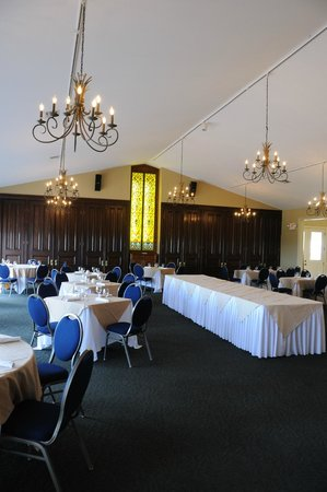 Chaumette Vineyards & Winery: View of ballroom space in winery