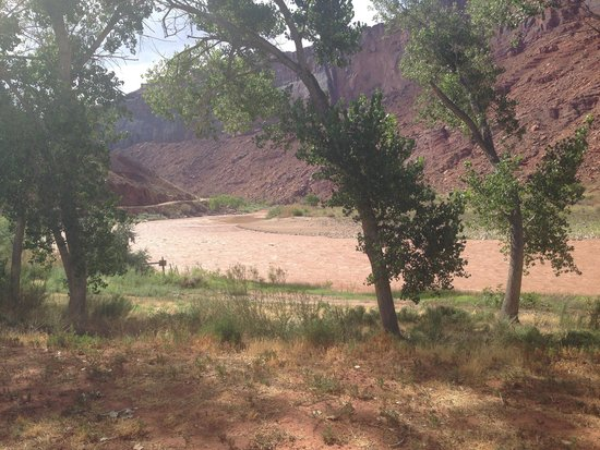 Red Cliffs Lodge : View from our cabin