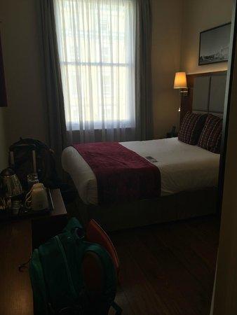 The Belgrave: Room