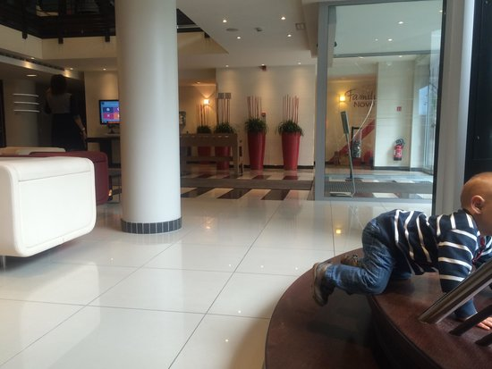 Novotel Luxembourg Centre : Lobby of hotel