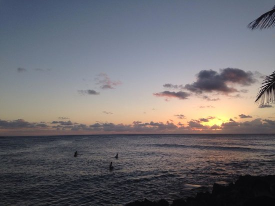 Turtle Bay Resort: Beautiful sunset from the poolside bar!!