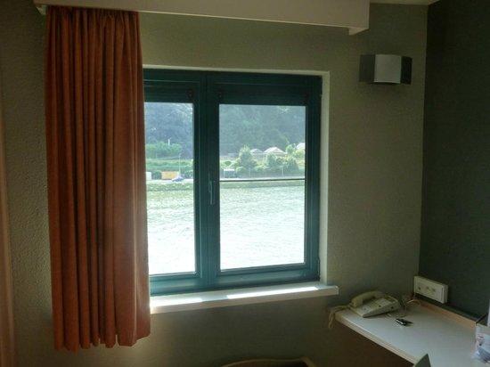 Ibis Dinant : La chambre sur la Meuse