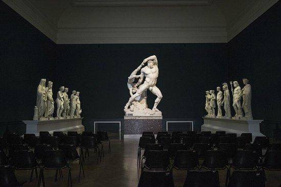Galleria Nazionale d'Arte Moderna (GNAM): Sala interna - Scultura di Canova