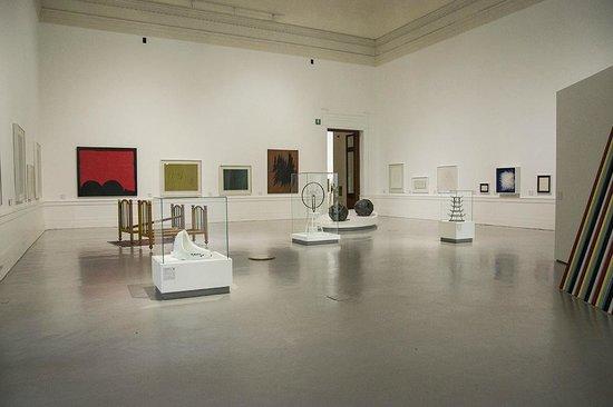 """Galleria Nazionale d'Arte Moderna (GNAM): Sala """"Questa è arte?"""" - Duchamp, Fontana e Burri sono i protagonisti"""
