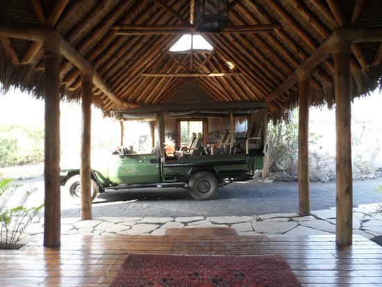 Great Plains Conservation ol Donyo Lodge: the hotel lobby entrance and safari transport