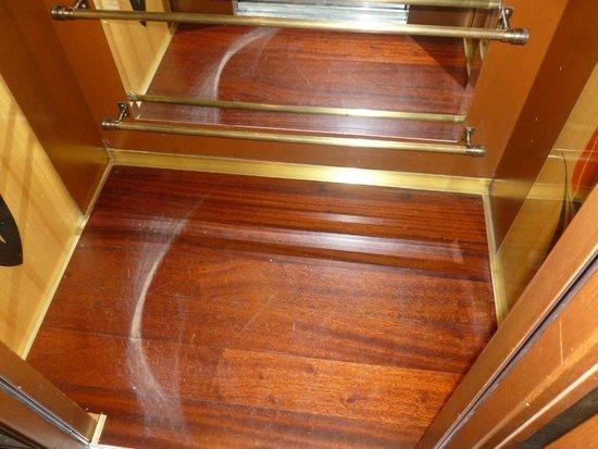 Hotel Niles Istanbul : Elevator