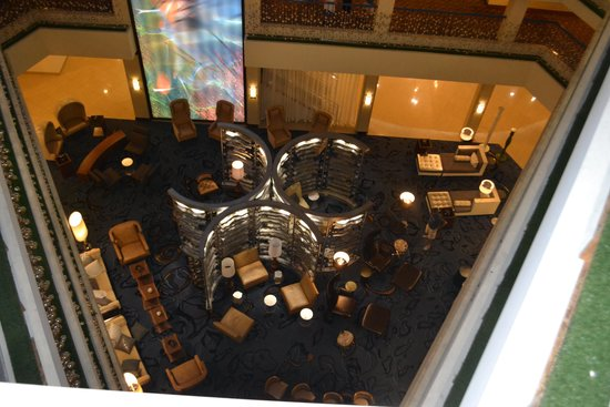 Renaissance Philadelphia Airport Hotel: Lobby from above