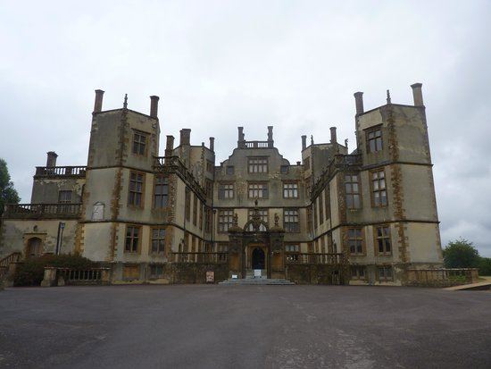 Sherborne Castle: Front entrance as seen from Car Park