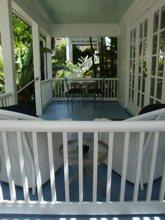 Marquesa Hotel: Poolside room porch.