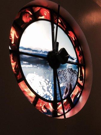 Hallgrimskirkja: Filmed glass