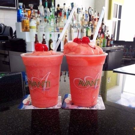 Avanti International Resort: Strawberry daiquiris at the poolside bar.