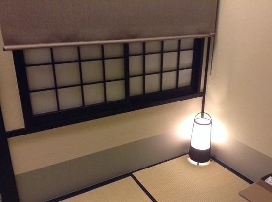 The Edo Sakura : stanza con tatami