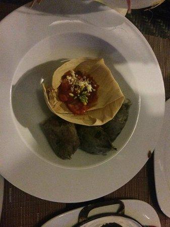 Tierra y Cielo Restaurante: platillo de tamales