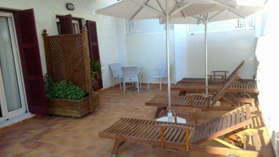 Aeolis Boutique Hotel: Terrace of rooms 101 and 102