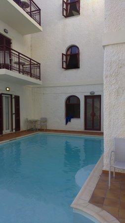 Aeolis Boutique Hotel: Outdoor pool