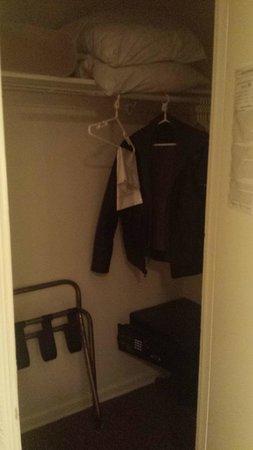 Hotel Carmel: Closet