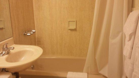 Hotel Carmel: Bathroom
