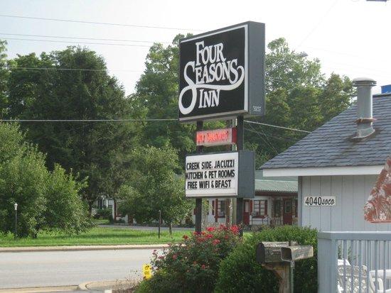 Four Seasons Inn: Sign at entrance