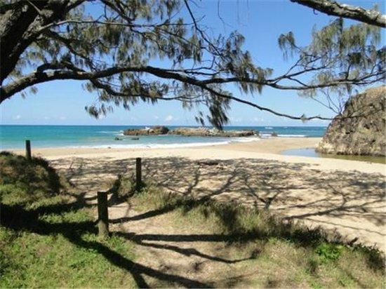 ทรอปิค โอเอซิส ฮอลิเดย์ วิลล่า: Hill`S beach..a short stroll