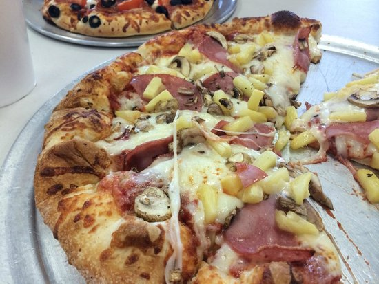 Fratelli Pizzeria: Mushroom and Pineapple