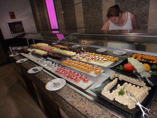 Hotel Riu Naiboa: mesa de postres