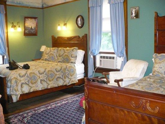 Room 4, Laurium Manor Inn