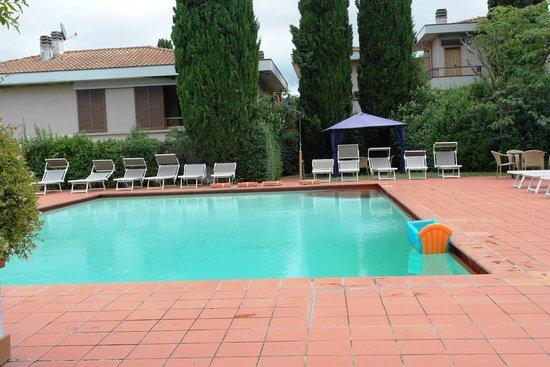 Poggio del Golf Residence & Club: poolen er meget ren, og godt vedligeholdt.