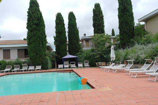 Poggio del Golf Residence & Club: poolen