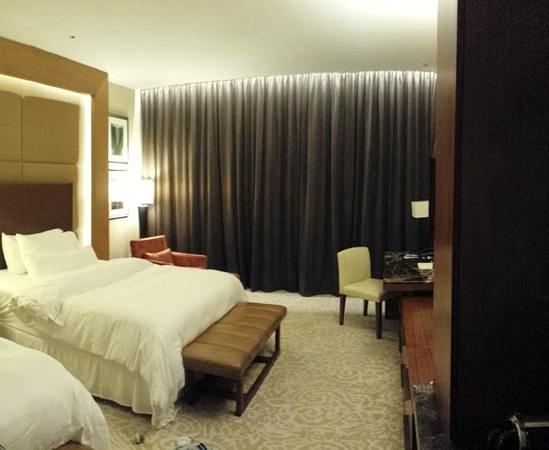 The Westin Abu Dhabi Golf Resort & Spa : Westin Bedroom