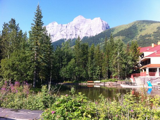 Delta Lodge at Kananaskis: Hotel grounds