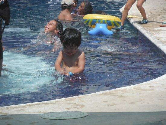 Hotel Acamar Acapulco: en la pileta!