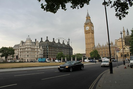 Houses of Parliament: Outside
