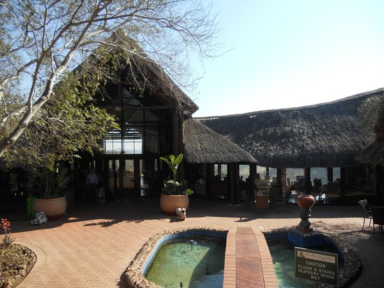 Zulu Nyala Game Lodge: dining area