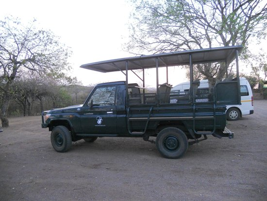 Zulu Nyala Game Lodge : the game drive vehicle