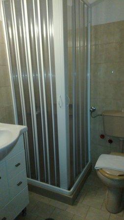 Hotel Makarios : Bathroom
