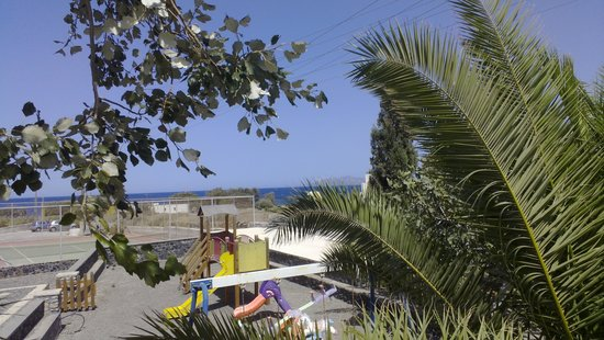 Hotel Makarios: View from the pool area towards children's playground, tennis court and the beach