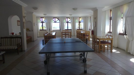 Hotel Makarios: Table tennis room