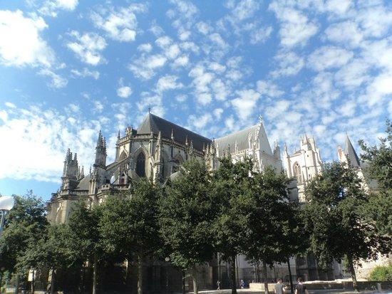 Cathédrale de Saint-Pierre et Saint-Paul : .