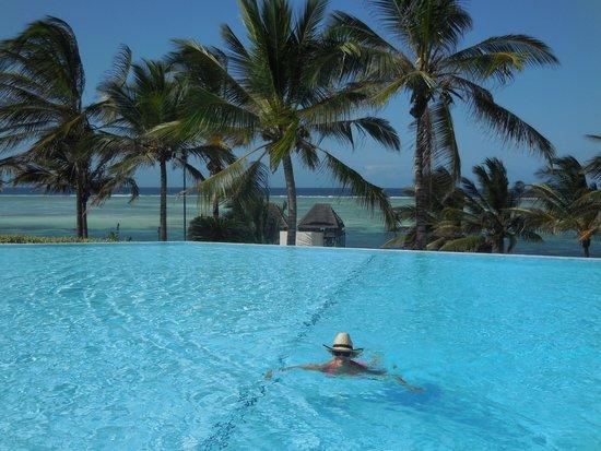 Melia Zanzibar: Ravissante piscine à débordement